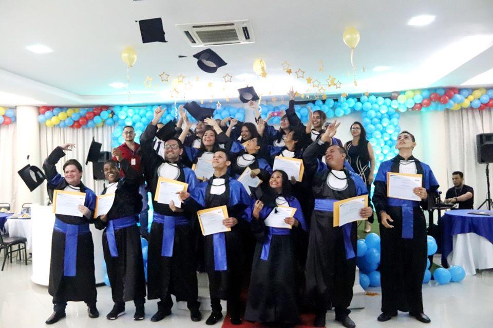 Sesc AM promove formatura de alunos da EJA