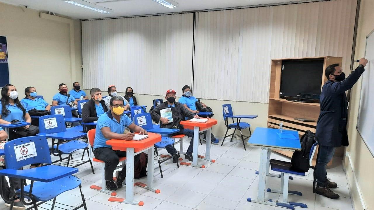 Aulas presenciais da Educação de Jovens e Adultos (EJA)